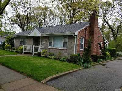 Merrick Single Family Home For Sale: 1834 Jerusalem Ave