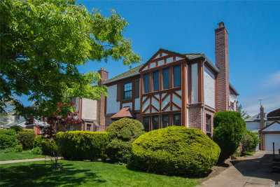 Fresh Meadows Single Family Home For Sale: 7339 192nd St