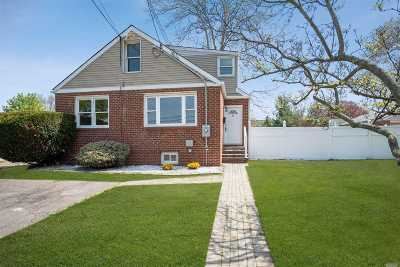 Farmingdale Single Family Home For Sale: 73 Carmans Rd