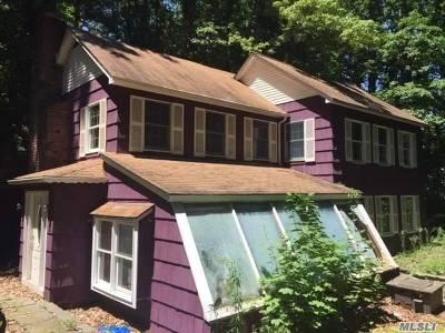 Centerport Single Family Home For Sale: 2 Daphne Ln