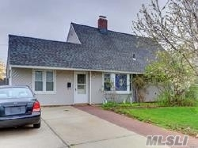 Levittown Single Family Home For Sale: 15 Amber Ln