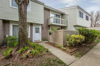 Holbrook Condo/Townhouse For Sale: 204 Springmeadow Dr #J