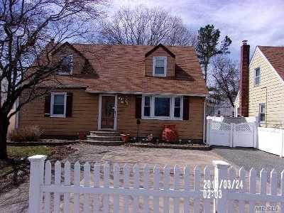 Uniondale Single Family Home For Sale: 926 Uniondale Ave
