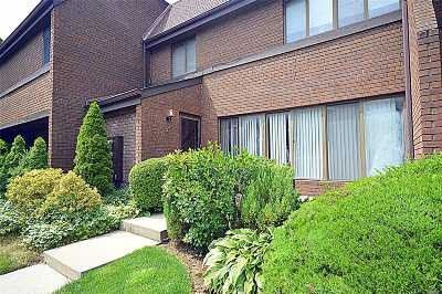 Roslyn NY Condo/Townhouse For Sale: $638,000
