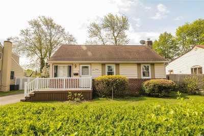N. Babylon Single Family Home For Sale: 116 Parkdale Dr