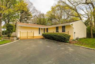 Bay Shore Single Family Home For Sale: 12 Knot Ct