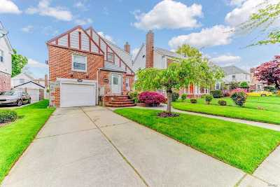 Fresh Meadows Single Family Home For Sale: 67-27 181 St