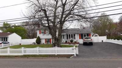 West Islip Single Family Home For Sale: 558 Higbie Ln