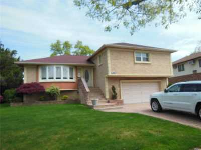 Valley Stream Single Family Home For Sale: 1054 Furth Rd