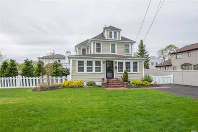 East Islip Single Family Home For Sale: 49 W Madison St
