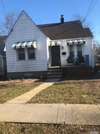 Hempstead Single Family Home For Sale: 23 Searing St