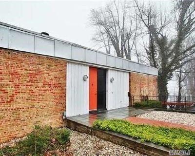 Roslyn Single Family Home For Sale: 87 Fernwood Ln