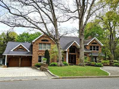 E. Northport Single Family Home For Sale: 10 Burrwood Ct