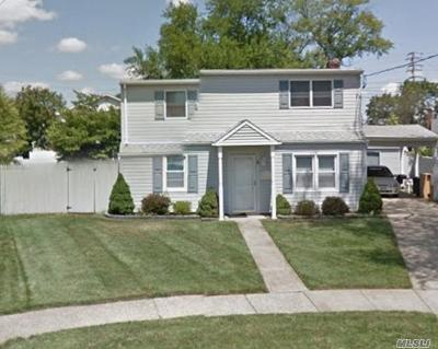 Farmingdale Multi Family Home For Sale: 4 Carmans Ct