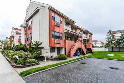 Long Beach Condo/Townhouse For Sale: 655 Shore Rd #4A