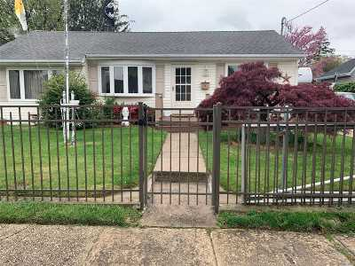 Bay Shore Single Family Home For Sale: 1356 Brooklyn Blvd