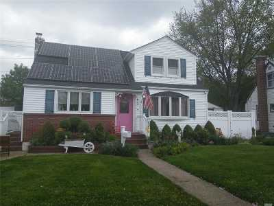 Wantagh Single Family Home For Sale: 695 Bruce Dr
