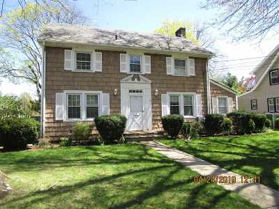 Westbury Single Family Home For Sale: 330 Linden Pl