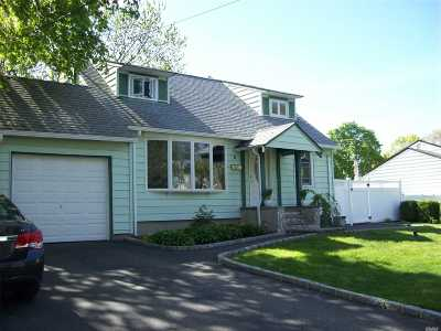 Commack Single Family Home For Sale: 5 Win Haven Ln
