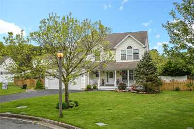 Melville Single Family Home For Sale: 8 Yukon Ct