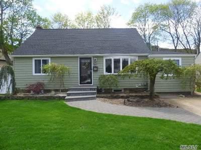 Massapequa Single Family Home For Sale: 200 N Manhattan Ave