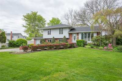Commack Single Family Home For Sale: 4 Crest Ln