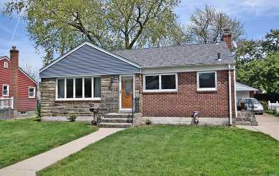 East Meadow Single Family Home For Sale: 142 Carol Rd