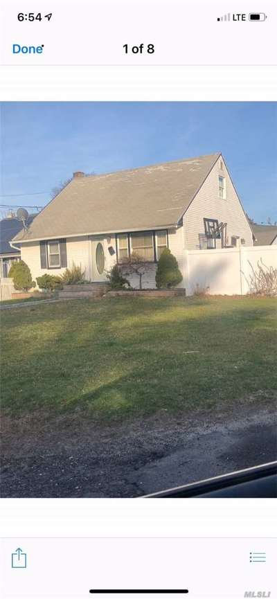Bay Shore Single Family Home For Sale: 7 Garfield St