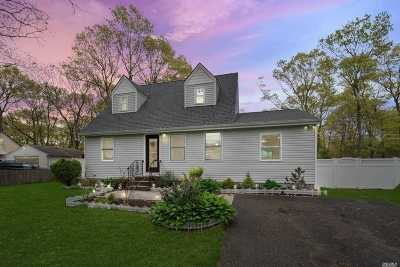 Shirley Single Family Home For Sale: 28 W End Ave