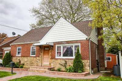Valley Stream Single Family Home For Sale: 422 Rockaway Pkwy