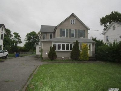 Amityville Single Family Home For Sale: 51 Sterling Pl