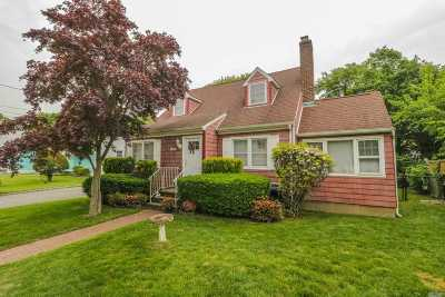 Massapequa Single Family Home For Sale: 60 Carman Blvd