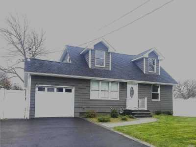 East Islip Single Family Home For Sale: 20 S Wantagh Ave