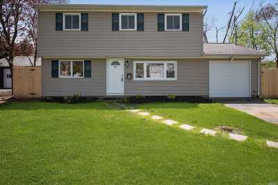 Lindenhurst Single Family Home For Sale: 65 Liberty Ave
