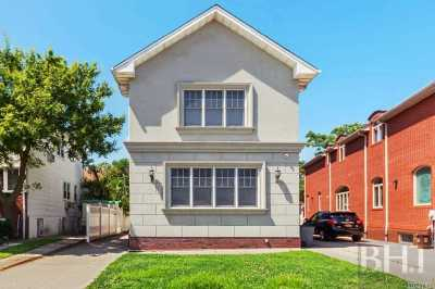Brooklyn Single Family Home For Sale: 4106 Manhattan Ave