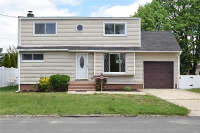 Lindenhurst Single Family Home For Sale: 320 30th St