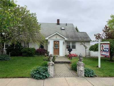 Levittown Single Family Home For Sale: 89 Spring Ln