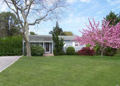 Southampton Single Family Home For Sale: 37 Hilltop Rd