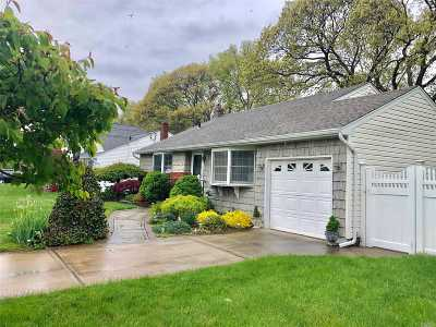 West Islip Single Family Home For Sale: 275 Curtin Ave