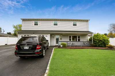 Islip Single Family Home For Sale: 32 Beverly St