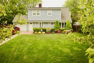 Levittown Single Family Home For Sale: 35 Skylark Ln