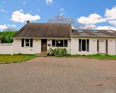 Bay Shore Single Family Home For Sale: 94 Bay Shore Rd