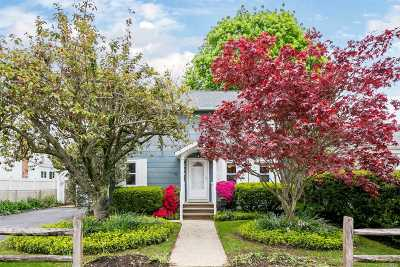 Seaford Single Family Home For Sale: 2171 Seamans Neck Rd