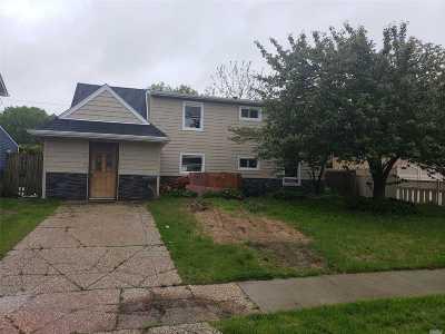 Westbury Single Family Home For Sale: 37 Prince Ln