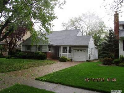 Garden City Single Family Home For Sale: 195 Kildare Rd