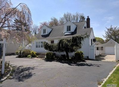 Wantagh Single Family Home For Sale: 870 Brent Dr