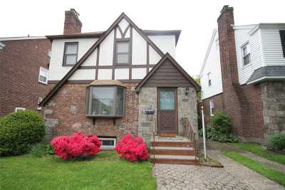 Flushing Single Family Home For Sale: 43-39 192nd St