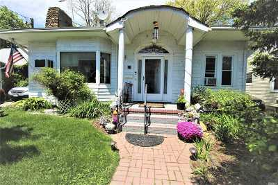 Roslyn Single Family Home For Sale: 21 Pearsall Pl