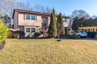 Center Moriches Single Family Home For Sale: 75 Holiday Blvd
