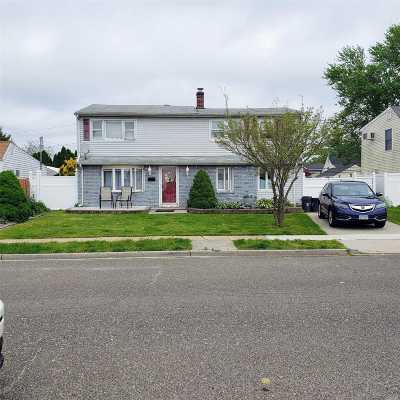 Levittown Single Family Home For Sale: 99 Cord Ln